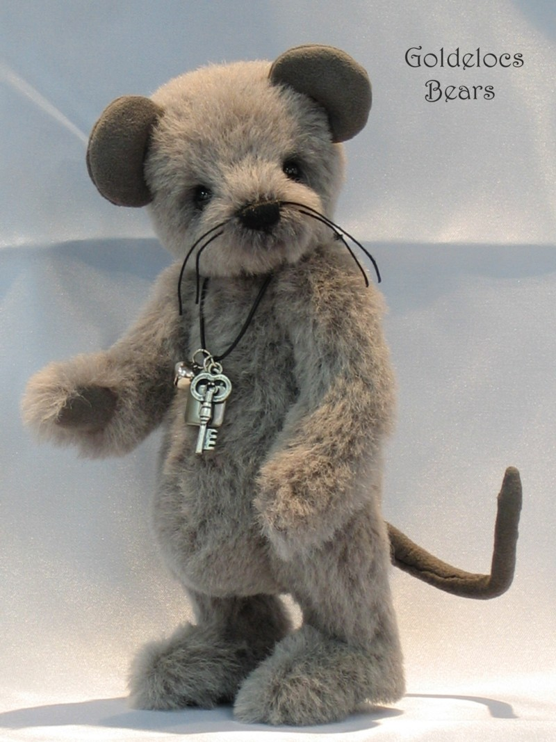 Grey-Mouse_12_10-03-09Logosmall.jpg