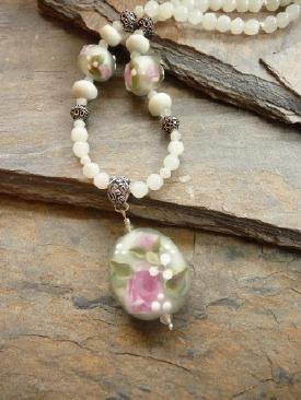 rose-necklace-3.jpg