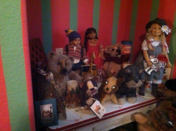 1422820322_dollsbears.jpg