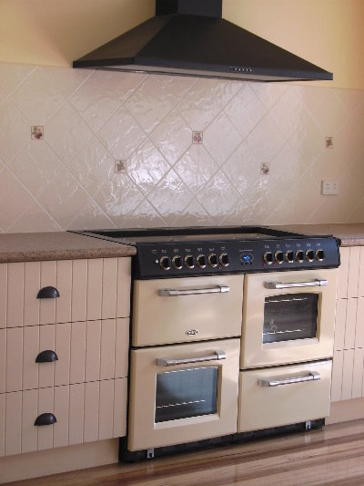 Kitchen-tiling-1.JPG
