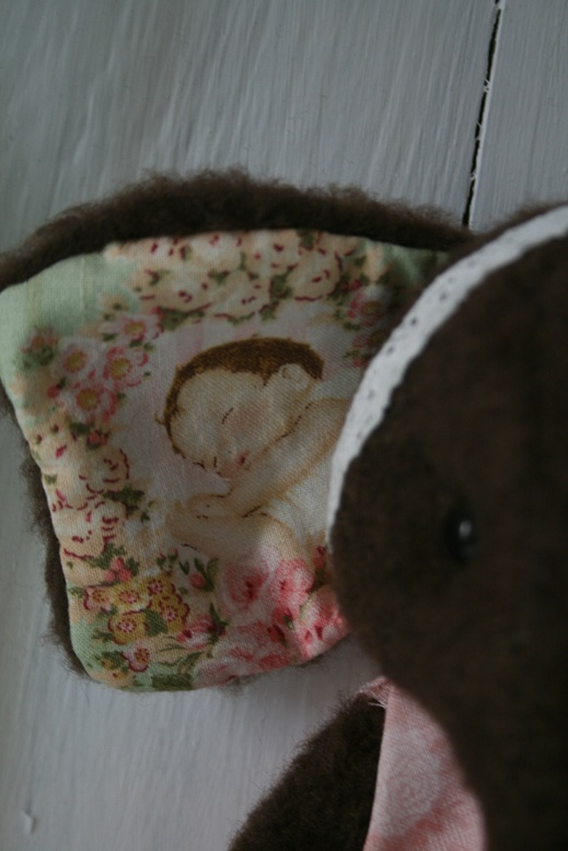 Baby-Ellie-and-lace-007.JPG